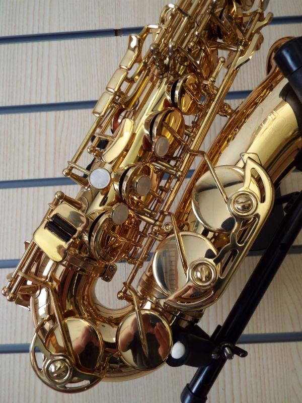 Used Jupiter 500 Eb Alto Saxophone Gold Lacquer